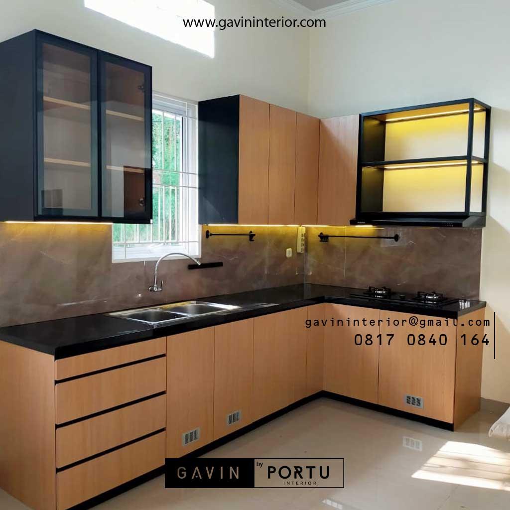 Kitchen Set Motif Kayu & Black Klien Royal Palm Taman Surya Cengkareng Id4517PT